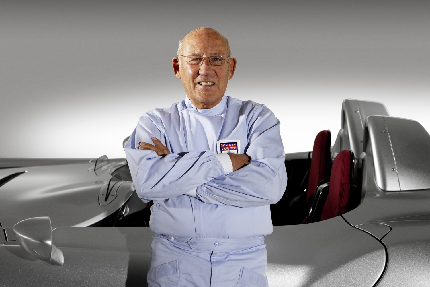 The 88-year old son of father Alfred Moss and mother Aileen Moss, 176 cm tall Stirling Moss in 2018 photo